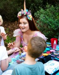 face painting & balloon twisting